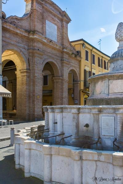 rimini-piazza-cavour-fontana-della-pigna