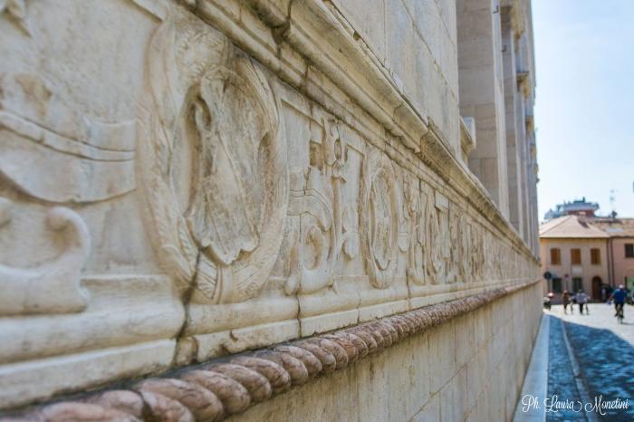 rimini-tempio-malatestiano-fregio2